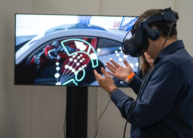 what is the meaning of immersive virtual reality
